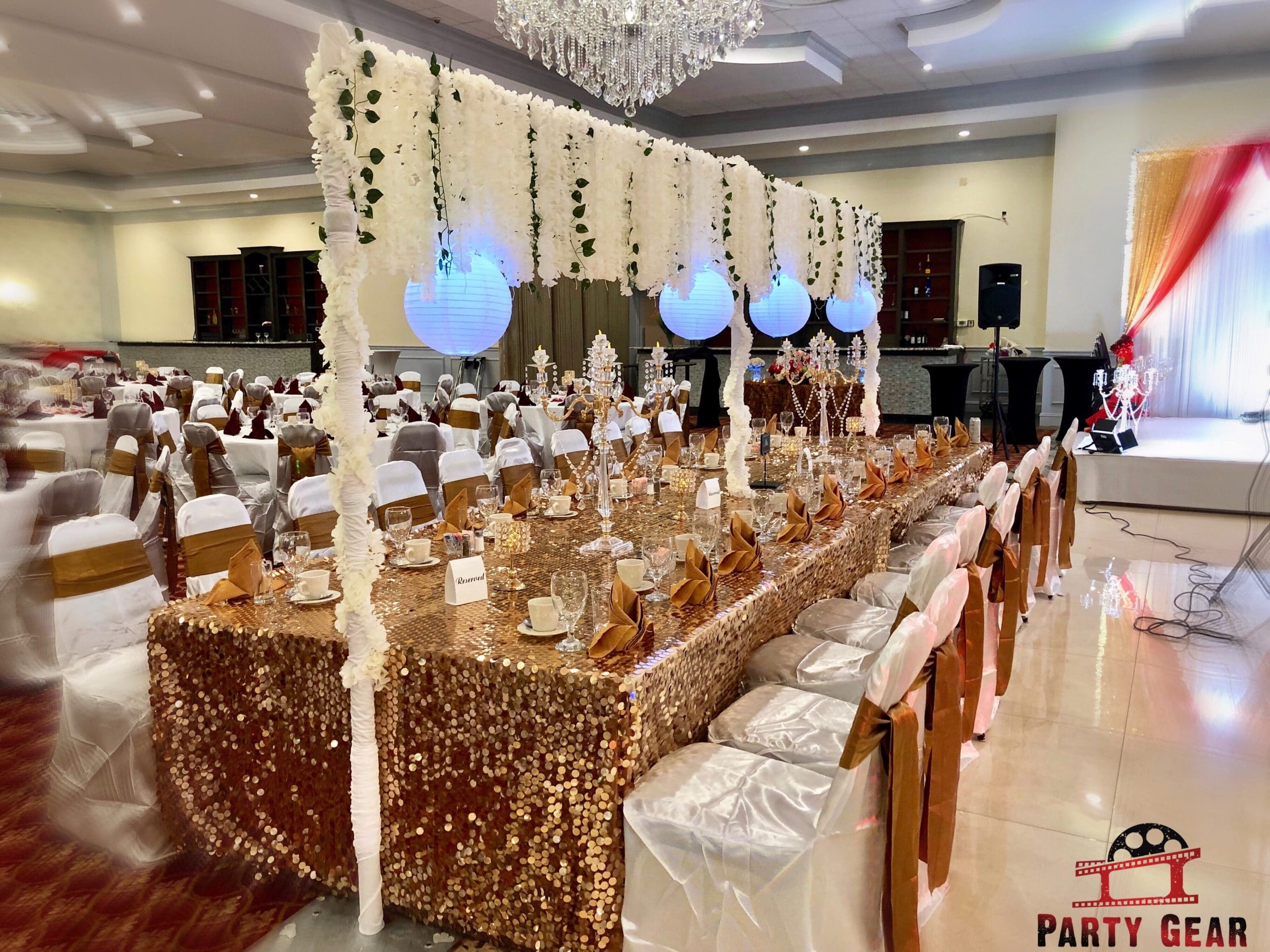 party gear table bride and groom table decoration with beautiful flower and centerpieces